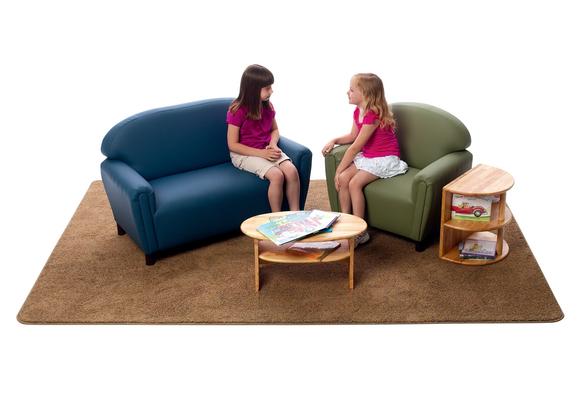 Nhà có trẻ con thì nên mua sofa da hay sofa vải?-1