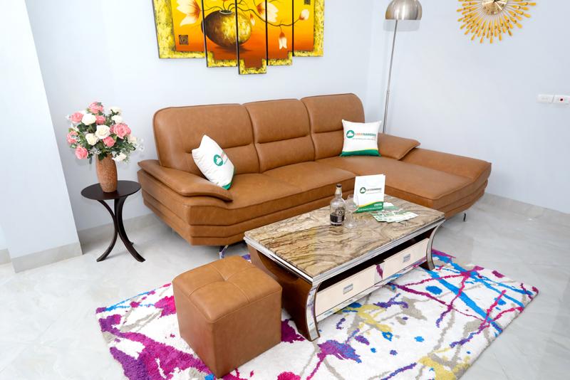 chọn mua ghế sofa hay bàn ghế gỗ