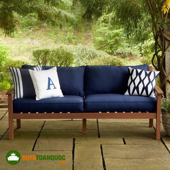 ghế sofa gỗ đệm dùng ngoài sân vườn