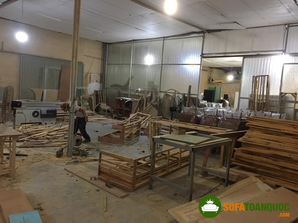 khu vực đóng khung sofa tại xưởng sản xuất sofa