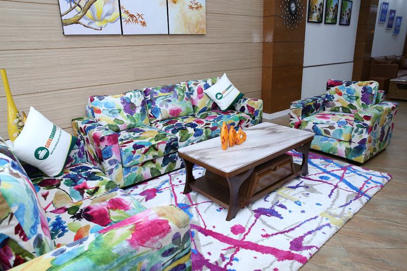 sofa bọc vải hoa nhiều màu sắc
