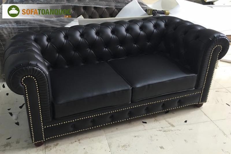 sofa tân cổ điển bọc da màu đen