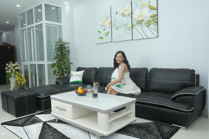 sofa da công nghiệp kèm người mẫu